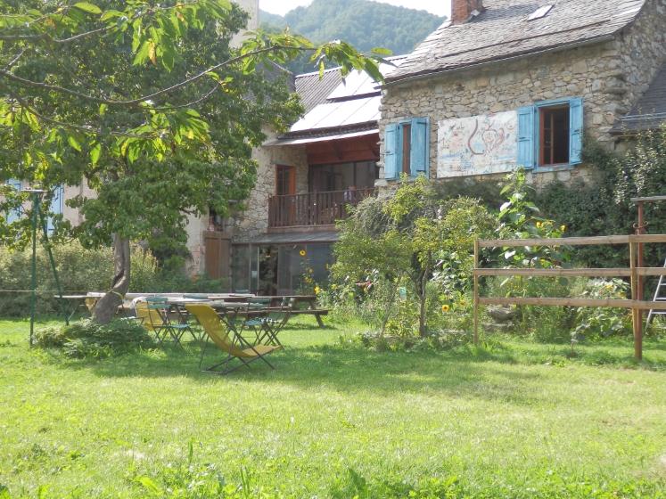 ustou-lacollineverte-hbrgmt-jardin-ETE-vert-nocredit (Personnalisé)