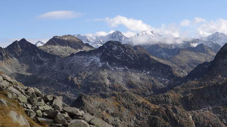 vue sur la chaîne de montagne
