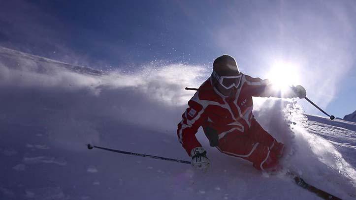 skieur en poudreuse